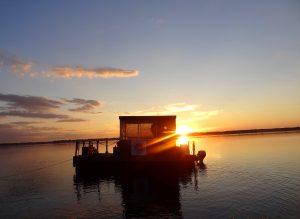 Sonnenuntergang mit unserem FlussFloß