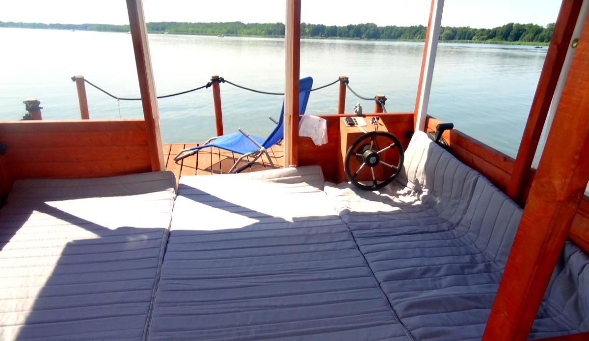 Das Bett im FlussFloß