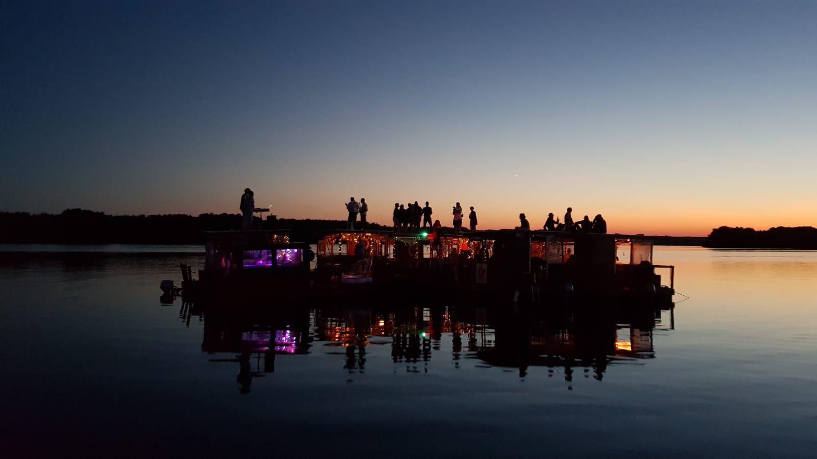Hochzeit auf der FlussFloß-Flotte